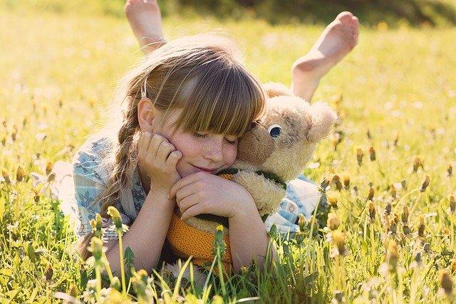 fille et son ours